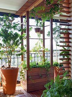 Pérgola, vasos na parede, horta... Há mil maneiras de deixar o jardim mais convidativo. Elegemos seis delas para você se animar e começar o projeto de sua área externa – incluem-se aqui varandas! – agora mesmo