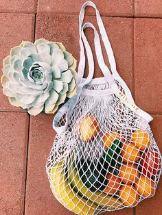 100% Organic Cotton Parisian-style Market Bag   Perfect for shopping at the farmers market, your local grocer, or just out and about. Make any of your purchases look and feel like you just stepped out of a Parisian market stall. Perfect for fruits and vegetables.  Zero waste shopping