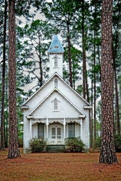 Old Ruskin Church, Ware County, Georgia, USA - Circa 1895 - Noted for Victorian architecture Abandoned Churches, Old Churches, Abandoned Places, Catholic Churches, Old Country Churches, Church Pictures, Take Me To Church, Church Architecture, Victorian Architecture