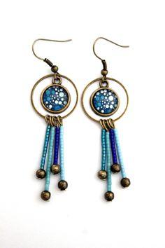 Boucles d'oreilles cabochons bohèmes avec perles miyuki turquoises et bleues : Boucles d'oreille par julie-et-risson