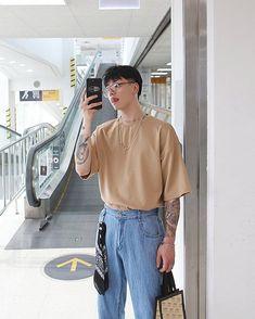 Veja como usar moda retrô no seu estilo, com dicas simples. Korean Fashion Men, Urban Fashion, Trendy Fashion, Mens Fashion, Korean Men Style, Fashion Male, Korean Outfits, Trendy Outfits, Fashion Outfits