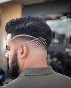 Deixe seu comentário, e siga nosso perfil . Cool Hairstyles For Men, Boy Hairstyles, Haircuts For Men, Stylish Hairstyles, Unique Hair Cuts, Haare Tattoo Designs, Short Hair For Boys, Hair Designs For Men, Hair And Beard Styles