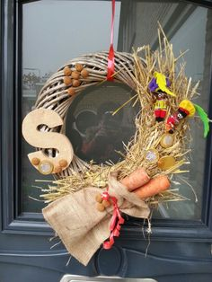 🌟Tante S!fr@ loves this📌🌟Sinterklaas krans. School Decorations, Christmas Decorations, Food Crafts, Diy Crafts, Saint Nicolas, Yule, Holidays And Events, Presents, Xmas