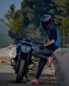 Cool Pictures Of Nature, Cute Love Pictures, Beautiful Blonde Girl, The Most Beautiful Girl, Small Moral Stories, Royal Enfield Wallpapers, Ns 200, Duke Bike, Biker Love