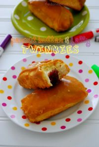 Peanut Butter & Jelly Twinkies on MyRecipeMagic.com. Kids absolutely love these! Perfect for after school or in their lunch box!