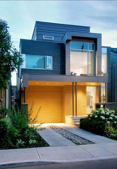 Дом с мезонином расположенным над гаражом