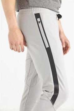 Sites-cog-au-Site - Men's style, accessories, mens fashion trends 2020 Jogger Pants Style, Mens Jogger Pants, Sport Pants, Mens Capri Pants, Track Pants Mens, Slim Fit Dress Pants, Boys Clothes Style, Mens Activewear, Sporty Outfits