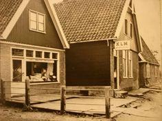 Bot wonen en textiel, oude foto, eigenaar  Gerard Bot, woninginrichting, klm overal, beddengoed, bedden, gordijnen,tapijten,  textiel 1963 bot,dorpsstraat,zwaag, hoorn, n-h