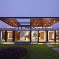 Inspirée de la Maison Dom-ino, une conception du célèbre architecte Le Corbusier, Jorge Prado Marsino a créé l'Asia House, une maison moderne et sculptural