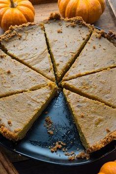 A quick and easy pumpkin pie with a gingersnap cookie crumb crust and a hint of maple! Best Dessert Recipes, Fun Desserts, Fall Recipes, Delicious Desserts, Easy Pumpkin Pie, Pumpkin Puree, Ginger Snap Cookies, Sweet Ideas
