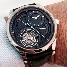 This is an unique piece of the Gronefeld tourbillon Parallax in platinum.