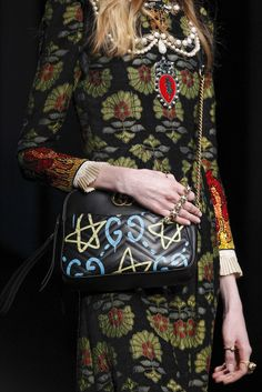Sfilata Gucci Milano - Collezioni Autunno Inverno 2016-17 - Dettagli - Vogue