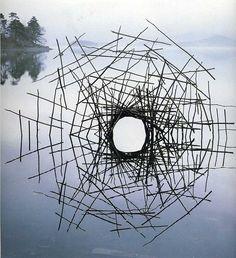 Het is altijd lastig om te voorspellen wat Andy Goldsworthy voor zijn volgende project verzint. Deze Britse kunstenaar maakt landschapskunst: alleen van na