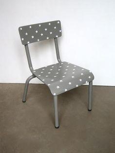 chaise d'écolier customisée étoiles