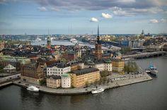 Questo accattivante autoguidato tour audio della città popolare e storico di Stoccolma vi condurrà in un viaggio avventuroso attraverso le strade acciottolate, dove potrete vedere attrazioni come la iconica Piazza Grande e imponente Museo Nobel