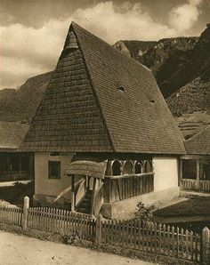 Romania old picture traditional romanian house rural romanian people Old Pictures, Old Photos, Romania People, Rural House, Vernacular Architecture, Unusual Homes, Bucharest, Traditional House, Countryside