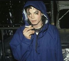 MJ didn't smoke. This is after a concert and was dared to pick up the cigarette to look like he was smoking. And someone took the picture. Embedded image permalink
