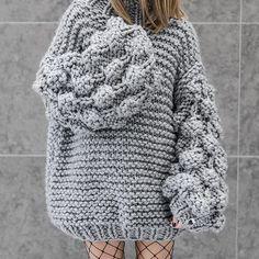 Ahududu Hırka Yapılışı 95 Wooly Jumper, Poncho Sweater, Grey Sweater, Knitting Designs, Knitting Patterns, Crochet Patterns, Knitwear Fashion, Sweater Fashion, Crochet Shoes