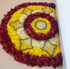Big list Flower Rangoli Designs ideas and pictures for this ganesh chaturthi or any other Indian festivals. Learn flower rangoli designs for competition with flowers. Rangoli Designs Flower, Colorful Rangoli Designs, Rangoli Ideas, Rangoli Designs Images, Rangoli Designs Diwali, Diwali Rangoli, Flower Rangoli, Beautiful Rangoli Designs, Flower Mandala