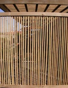 45 Stunning Bamboo Fence Decor Ideas You Can Add For Your Home - LuvlyDecor Concrete Fence, Bamboo Fence, Bamboo Roof, Modern Fence Panels, Pergola, Gazebo, Outdoor Privacy, Bamboo Crafts, Bamboo Design