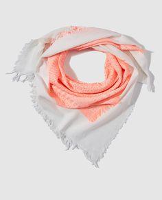 Pañuelo de niña Brotes en blanco con bordados