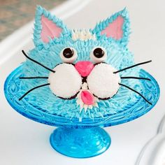 The+kids+will+be+anxious+to+get+their+paws+on+this+super-cute+cat+cake. ++++++++++++++++Originally+published+in+the+May+2010+issue+of+Parents+magazine.