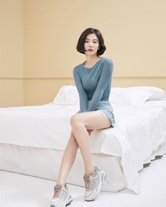 Korean Beauty, Asian Beauty, Fashion Poses, Fashion Outfits, Song Hye Kyo Style, Korean Girl, Asian Girl, Asian Short Hair, Pose Reference Photo