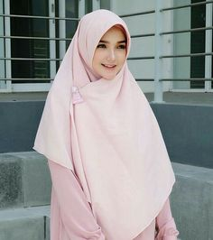 @reistaputrii Hijab Niqab, Hijab Outfit, Modest Fashion, Hijab Fashion, Fashion Outfits, Moslem Fashion, Muslim Beauty, Beautiful Hijab, Pashmina Scarf