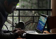 Kajian: Lebih separuh pengguna alami gangguan dalam talian   Malaysia berada di tempat keempat daripada 23 negara yang penggunanya terdedah kepada risiko internet.  Foto AFPKUALA LUMPUR 21 Feb  Kaji selidik Microsoft mendapati 56 peratus rakyat Malaysia mengalami gangguan dalam talian satu pertiga daripadanya mengenali pelaku.  Indeks Ketertiban Digital (DCI) tahunan kedua juga menunjukkan 66 peratus responden mengakui ahli keluarga rakan pernah berdepan pengalaman itu.  Sebanyak 29 peratus…