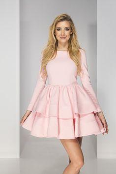 Sklep z sukienkami poleca wiele modeli podkreślających kobiecą sylwetkę. Ten model idealny na jesienne lub zimowe okazje.  #sukienka #sklep #internetowy #shop #dress Model, Models, Template, Modeling, Mockup