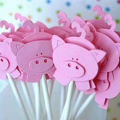 Little Piggy Cupcake Toppers - artesanato bichinhos - Piggy Cupcakes, Cute Cupcakes, Pig Crafts, Crafts For Kids, Paper Crafts, Three Little Pigs, This Little Piggy, Cupcake Toppers, Pig Art