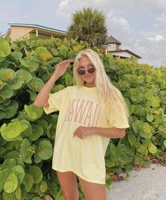 Trendy Summer Outfits, Preppy Outfits, Cute Outfits, Summer Girls, Summer Poses, Summer Photoshoot Ideas, Hawaii Outfits, Cute Poses For Pictures, Photo Tips
