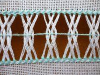 Entrelace Duplo Intercalado   Fazeruma barrinha com:   - comprimento: 96 fios de urdidura (+/- 9,5 cm ou 95 mm)   - largura: 28 fios de ...