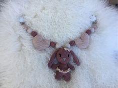 StrikkeogHekleLise – Strikket lue med flettebord og oppskrift Crochet Necklace, Jewelry, Design, Fashion, Threading, Moda, Jewlery, Jewerly, Fashion Styles