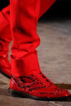GIVENCHY - Steppin out in RED