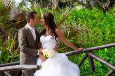 Sesión de novios en un paisaje natural de Yucatán / Groom and bride session in a natural landscape of Yucatan #Boda #Wedding #Yucatán #Landscape #Paisaje