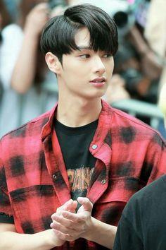 oml he looks so fine; Woozi, Jeonghan, The8, Jackie Chan, Vernon Chwe, Seventeen Junhui, Choi Hansol, Wen Junhui, Won Woo