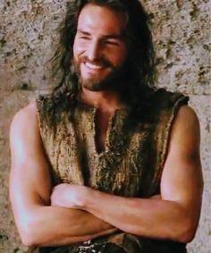 """Jim Caviezel as Jesus ~ The Passion of the Christ"""" Jesus Our Savior, Jesus Art, Jesus Is Lord, Lds Pictures, Pictures Of Jesus Christ, La Passion Du Christ, Passion Of Christ Images, Jesus Laughing, Jesus Smiling"""