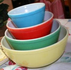 Vintage Pyrex Bowls - i need the red & blue bowls to complete my set!