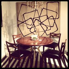 small dining room + large piece of art.  want to recreate this in my place very much!