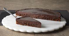 Moelleux ταψιού Συνταγή | Άκης Πετρετζίκης Chocolate Lava Cake, Decadent Chocolate, Greek Recipes, Raw Food Recipes, Nutrition Chart, Processed Sugar, Lava Cakes, Cake Toppings, Fun Desserts