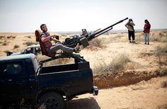 ZPU-1_anti-aircraft_14-5mm_machine_gun_mounted_at_the_rear_of_light_pickup_truck_001.jpg (640×420)
