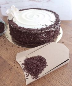 Cake Brush by kitchen. Kakao, Recipe Today, Coconut Flakes, Baked Goods, Sprinkles, Cake Toppers, Cocoa, Cheesecake, Good Food