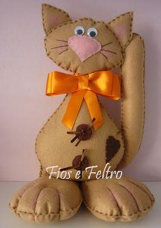 Este es el gato del famoso escultor-pintor Romero Britto                     ... Fabric Yarn, Fabric Dolls, Fabric Crafts, Sewing Toys, Sewing Crafts, Sewing Projects, Sewing Stuffed Animals, Cat Cushion, Felt Cat