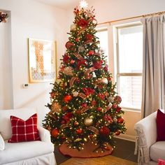 Absolutely Stunning White Christmas Tree Decorating Ideas A little bit merry and bright, bring in the wonder and magic of the holiday season with white Christmas tree decor for a sophisticated Breathtakingly Rustic Homemade Christmas Decorations – Diymeg Christmas Tree Ideas 2018, Red And Gold Christmas Tree, Christmas Tree Inspiration, Elegant Christmas Trees, Flocked Christmas Trees, Homemade Christmas Decorations, Alternative Christmas Tree, Christmas Tree Design, Christmas Diy