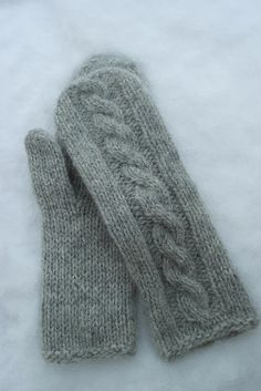 Ravelry: Martine cabled mittens pattern by Berry Cheeks Easy Knitting, Knitting Socks, Knitting Stitches, Knitting Patterns Free, Knitted Mittens Pattern, Knit Mittens, Knitted Gloves, Fingerless Mitts, Knitting Magazine