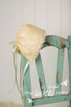 Nerwborn Baby Bonnet Hat and Photo Prop