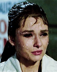 GIF Breakfast at Tiffany's - Where is cat?