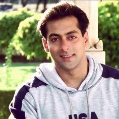 har ada me noor h Salman Khan Photo, Aamir Khan, Salman Khan Wallpapers, National Film Awards, Movie Teaser, Love Your Smile, Ranveer Singh, Handsome Actors, Being Good