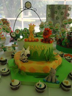 Jungle cake. Torta de un cumple en la selva.. con muchos animalitos. http://antonelladipietro.com.ar/blog/2011/11/animales-de-la-selva/